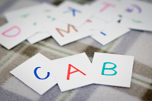アルファベットカードを使って楽しく英語を覚えるためのゲーム5選