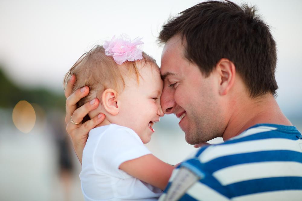 外国のパパは育児休暇取得率が高い!日本と何が違うの?