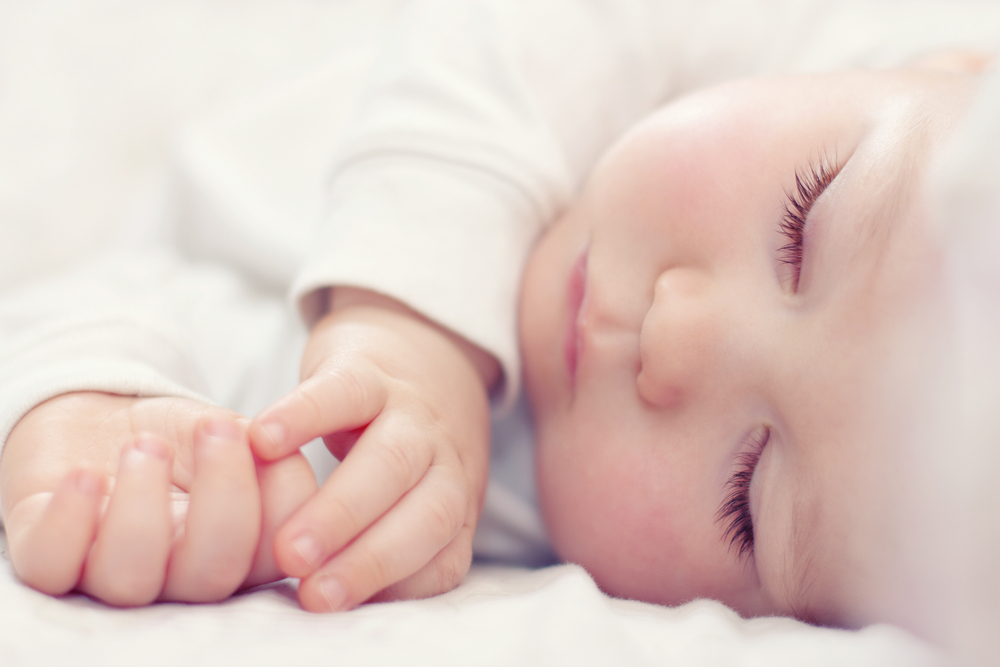 赤ちゃんの一人寝はいつから始めたら良い?外国との違いや一人寝のメリットとは