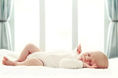 欧米では赤ちゃんのうちから子供部屋で寝る?!