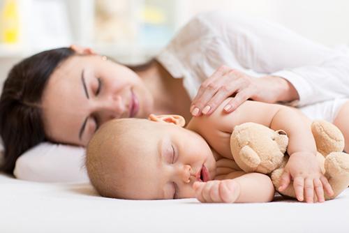 赤ちゃんが夜泣きしたときの対策