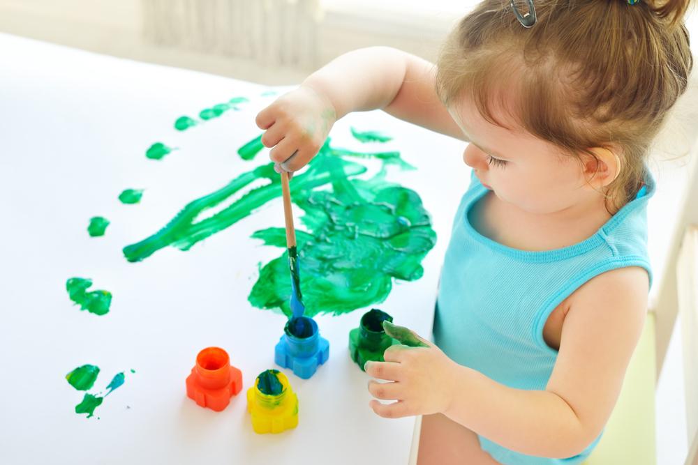 外国の子供が描く絵は太陽が黄色で月が白!?日本の子供の絵となぜ違う?