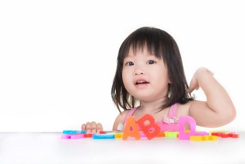 幼児期の英語学習が効果あり!語...