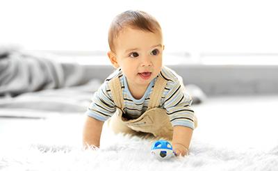 赤ちゃんのハイハイはいつから?平均時期と練習方法や注意点を紹介