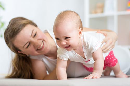 赤ちゃんがハイハイする時期はいつ?