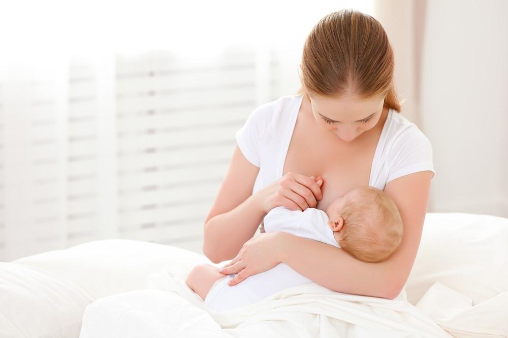 日本は母乳先進国だった?!外国人が驚く日本のママの授乳事情