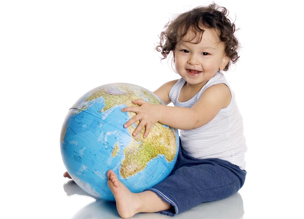 外国の赤ちゃん人形で国際感覚や広い視野を