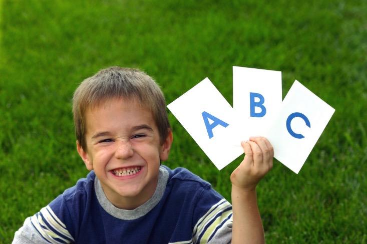 アルファベットカードで宝探し!