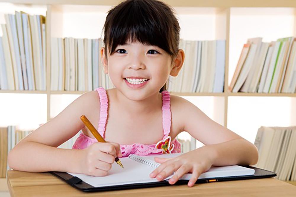 子供の英語はいつから?赤ちゃんのときからはじめるメリットと体験談