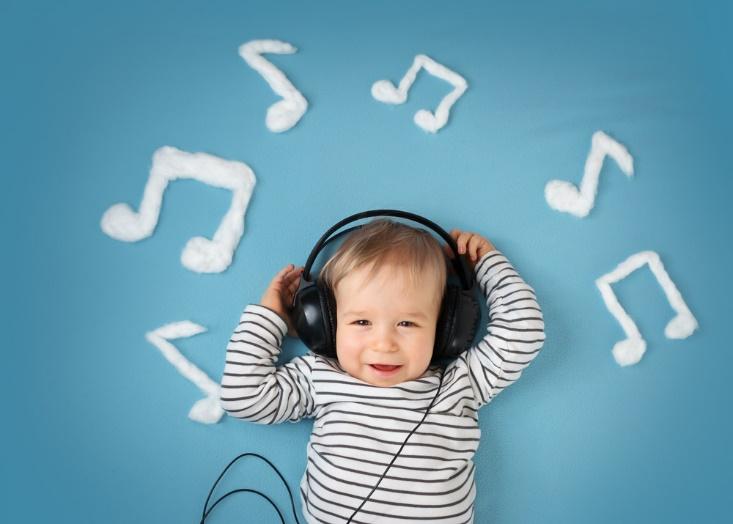 子供に音楽を聞かせるとどんなメリットがあるの?
