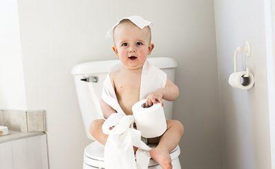 トイレトレーニングいつから始める?進め方や楽しくできるコツをご紹介!