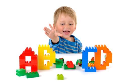 子供英語学習のスタートに役立つ無料教材!そのメリット・デメリットとは?