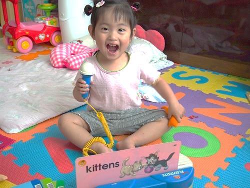 子供が言葉を獲得するプロセスに沿って英語を学べる教材