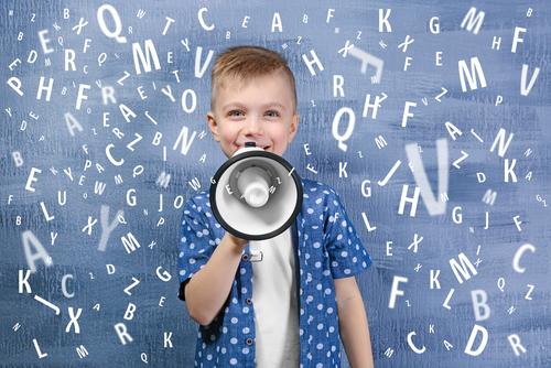 言語にはそれぞれ固有のアクセント、イントネーション、リズムがある