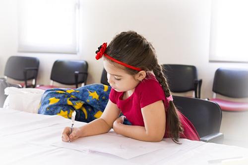子供の英語教育はいつから始める?