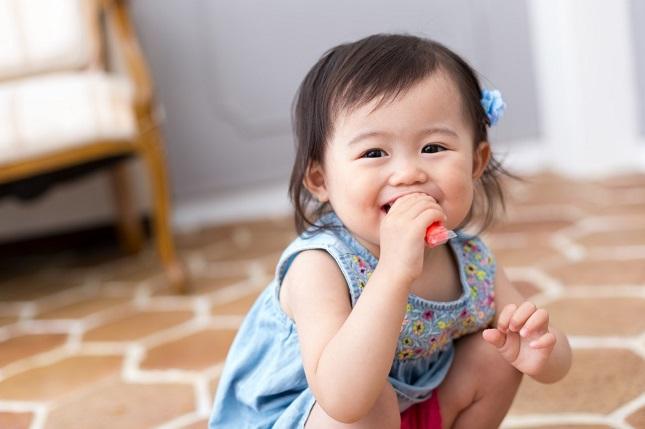 英語耳を育てるには歌がベスト?乳児・低月齢期の赤ちゃんの特徴に着目