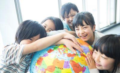 小学校の英語教育が変わる!?両親が子供にできる教育サポート