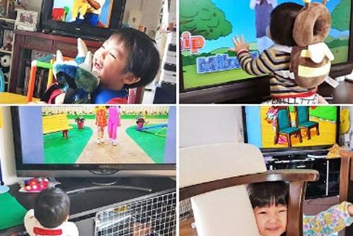 「ディズニーの英語システム」(DWE)の動画を楽しんでいるお子さんたちの様子です!