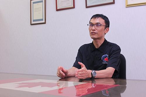 コロンビアインターナショナルスクール総務課課長の森亦哲也さん