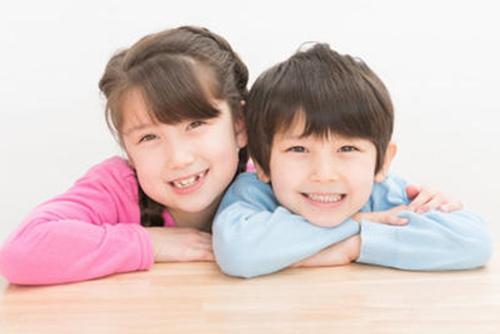 大人よりも子供の方が、英語の発音や聞き取りが上達しやすいんです。