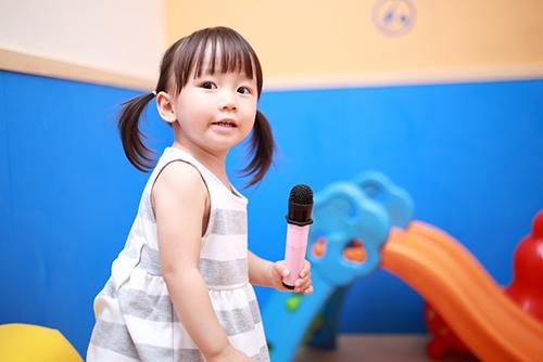 「子供限定の楽しい」がいっぱいだから良い!幼少期の英語教育のメリット
