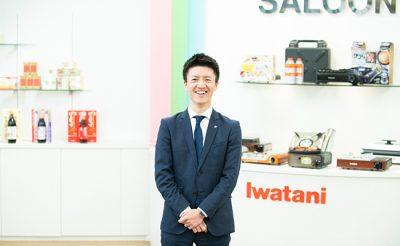 「僕の語学力を支えるのは、3歳の頃に触れた英語」 岩谷産業で活躍する島一貴さんが語る、オトナの英語学習の難しさ