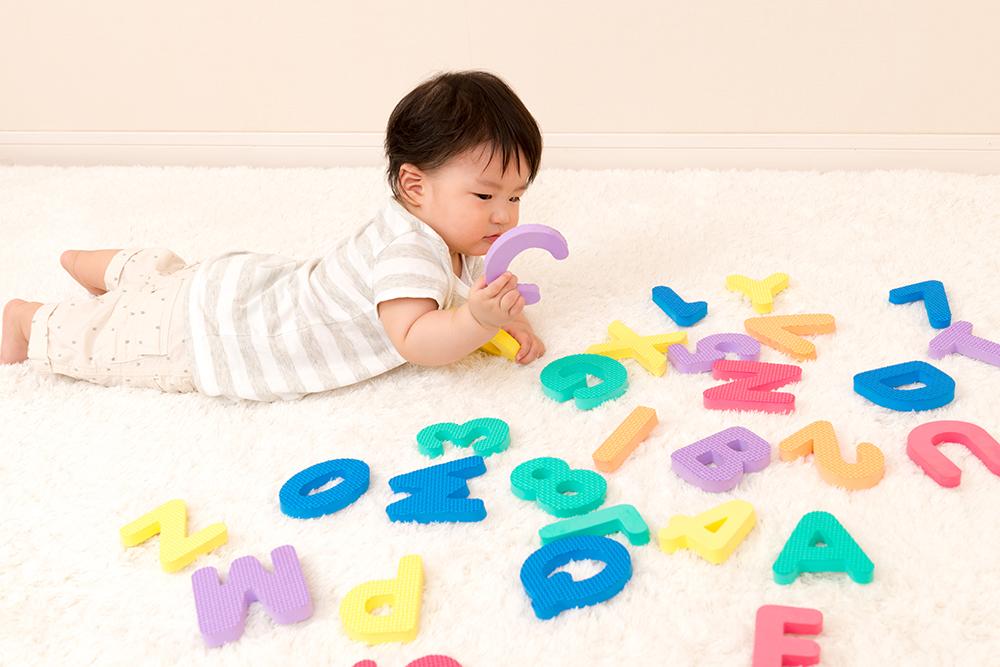 いつからが正解?先輩ママが教える赤ちゃんの英語学習を始めるタイミング