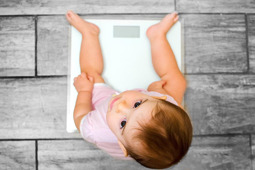赤ちゃんの体重は?新生児〜1歳まで月齢別の変化をチェック!