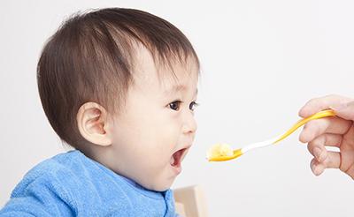 【育脳食のプロ・小山浩子先生監修】離乳食はいつからいつまで?月齢別離乳食の進め方と育脳食材・レシピ!
