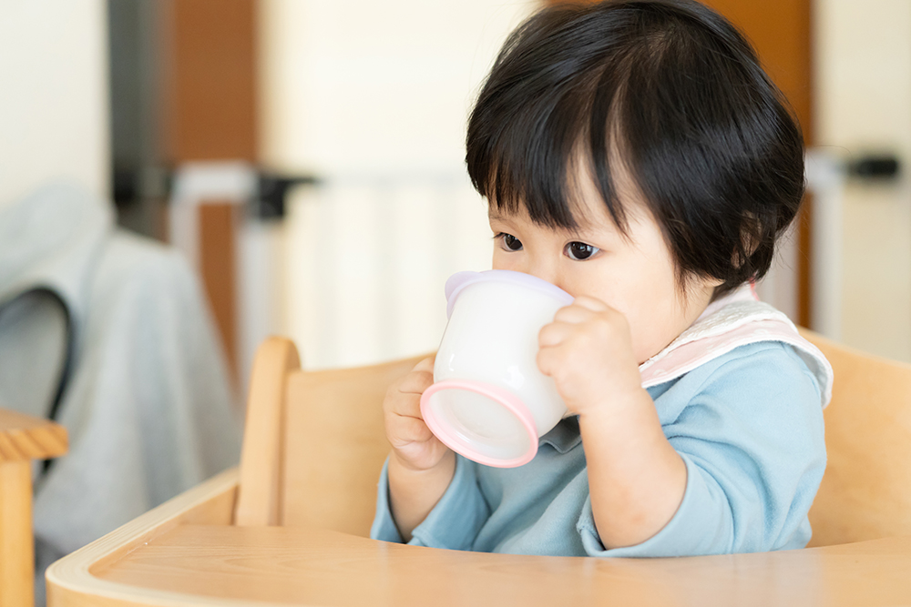 赤ちゃんが麦茶を飲んでいいのはいつから?飲ませ方と注意点