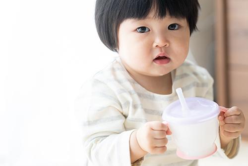 赤ちゃんはいつから麦茶を飲んでいいの?