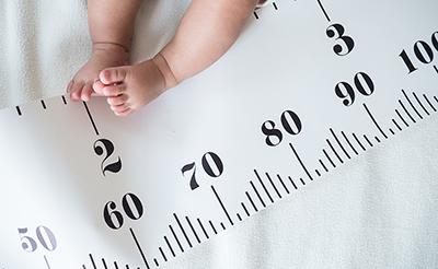 月齢別赤ちゃんの成長-からだとこころの発達と発育