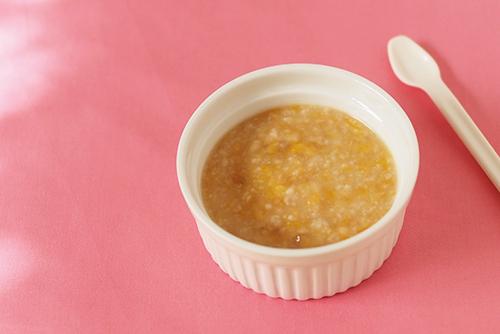 離乳食中期(7〜8カ月頃)『バナナとかぼちゃのオートミール』