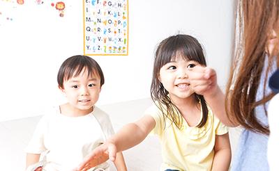 【専門家に聞く】金沢優先生が語る、幼児期からの「話せる英語学習」。目指せ、スーパーキッズ!