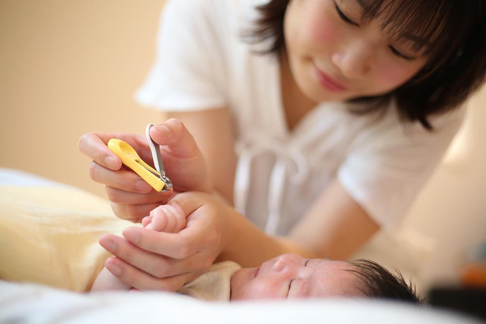赤ちゃんの爪切りはいつから?上手な切り方のコツや爪のトラブルも解説!