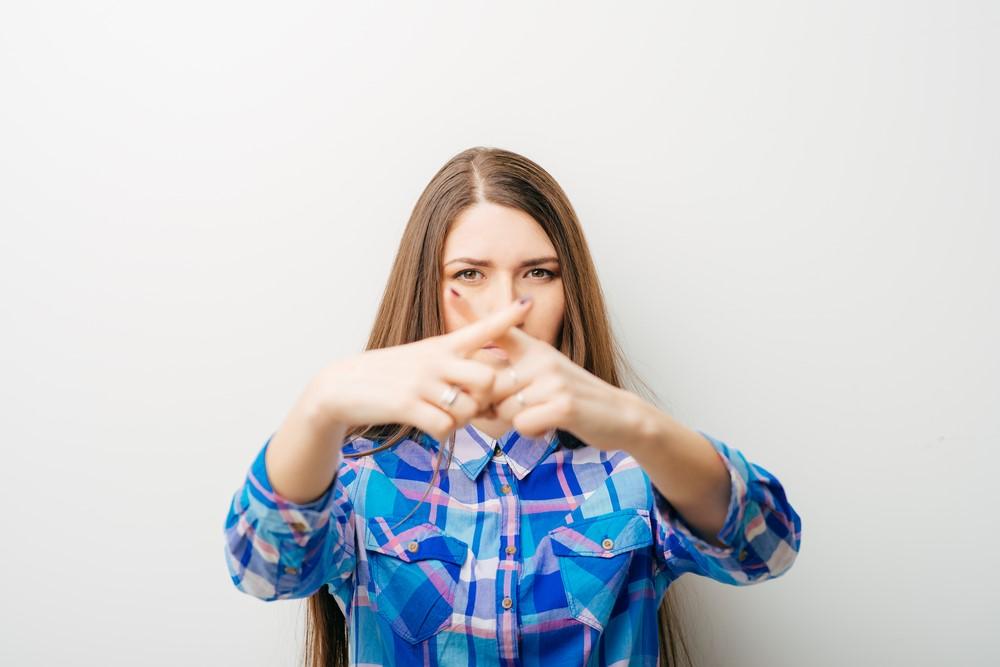 5)両手の人差し指をクロスする