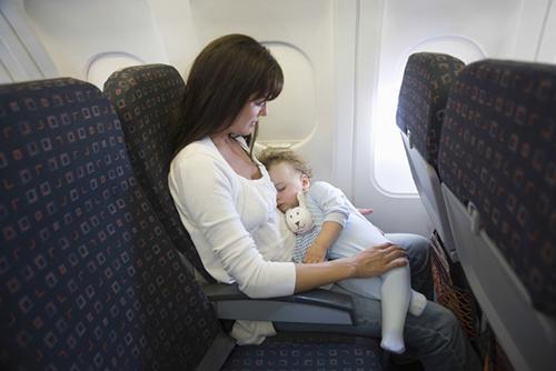 赤ちゃんと飛行機に乗るときのポイント