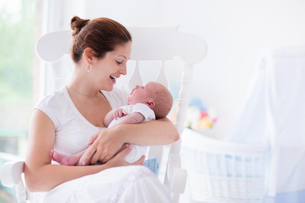 赤ちゃんへの呼びかけで心や言葉の発達が進む!