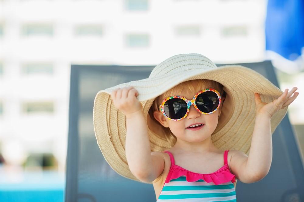 子供にサングラスは外国で当たり前!目を保護する正しいサングラスの選び方とは?