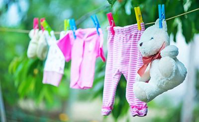 赤ちゃんと大人の洗濯物は分けるべき?洗剤の選び方や洗濯方法は?