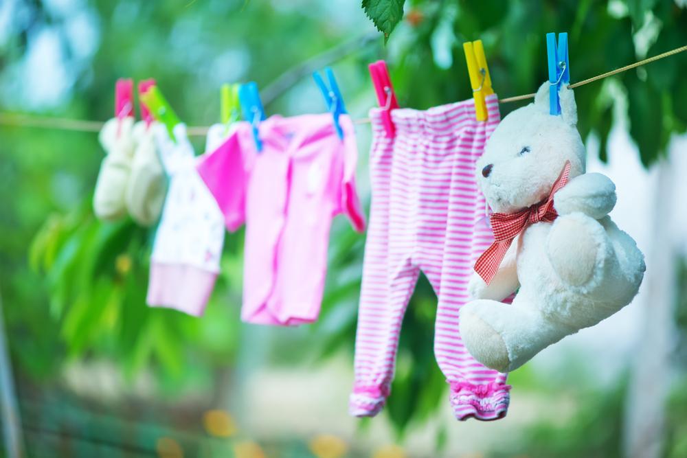 赤ちゃんの衣類やシーツは大人と分けて洗うべき?洗剤の選び方は?