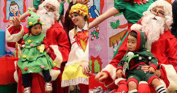 クリスマスツリーに仮装した子供たち