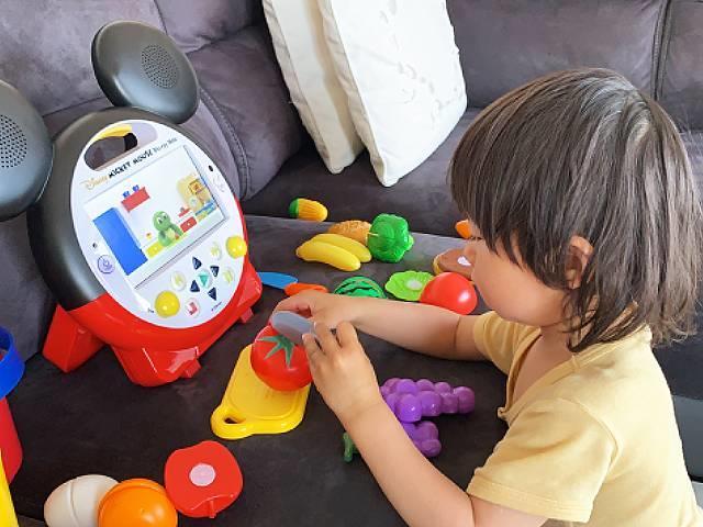 約8カ月で息子はアルファベットが大好きになり、英単語を日常的にたくさん話すように!
