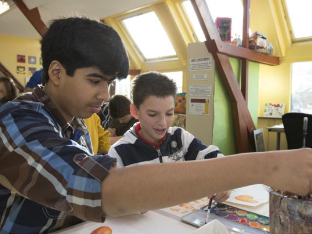 Q2. 学校が国際バカロレアの認定を受けるための基準について、教えてください。