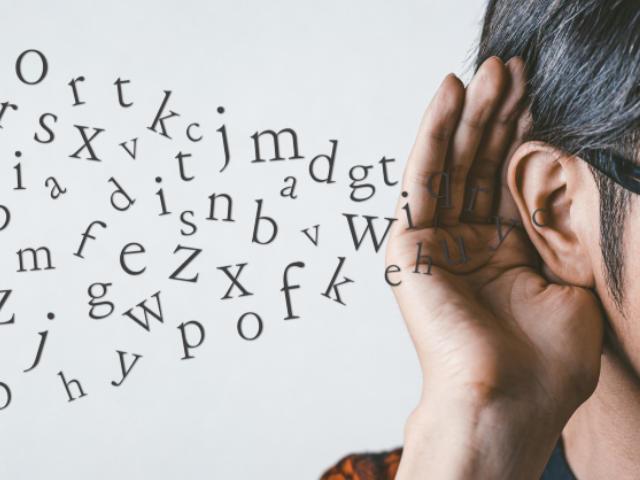 大学入学共通テストで英語の配点の半分がリスニング問題になり、「1回読み」も増加