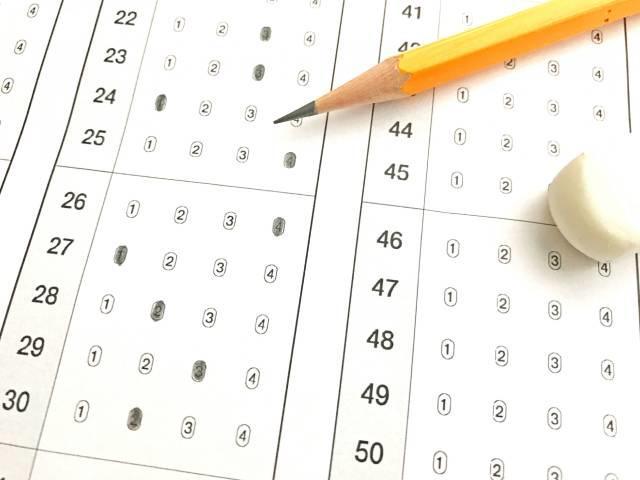 新しい2021年度の「大学入学共通テスト」。英語はリスニングの配点が倍増!