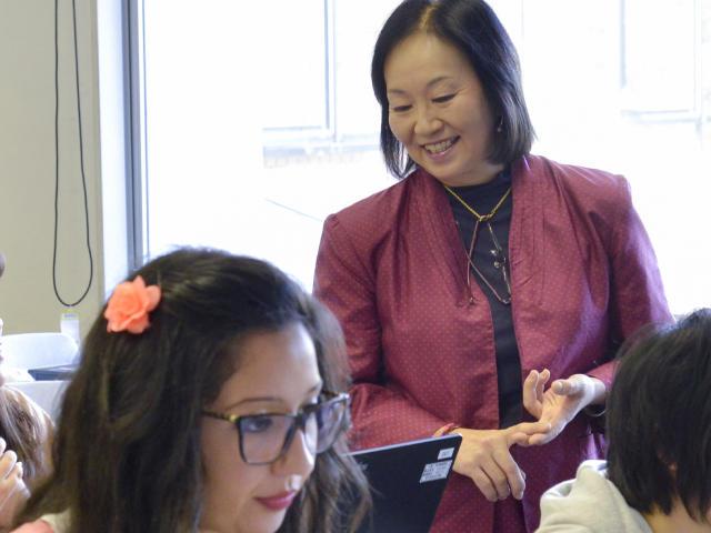 Q2. 文化的な背景が違う外国人と日本人がコミュニケーションをとるためには、どのような点に気をつける必要がありますか?