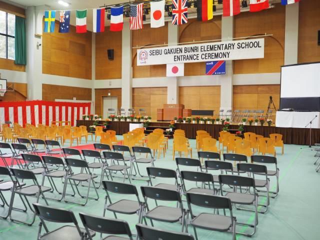 入学式の式次第も2カ国語表記