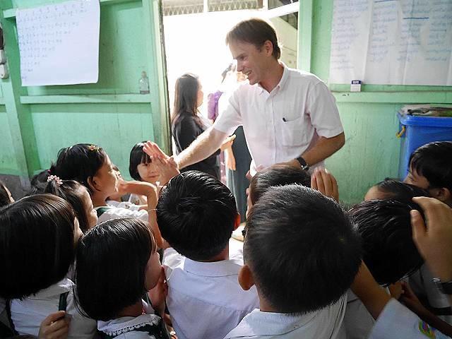 Q2. 小学校では子供たちの意欲を引き出すために、どのような授業を実践されていますか?
