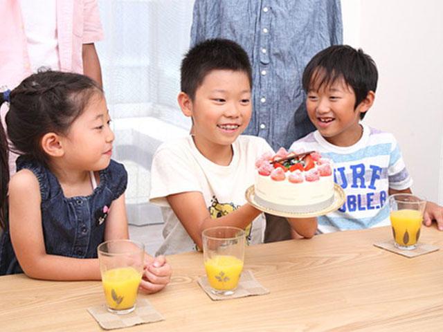夏休みは英語を使ってケーキ作りを楽しみましょう